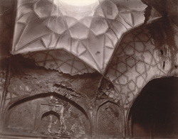 Vaulted roof in the central room of Hakim's Baths, Fatehpur Sikri 1003560
